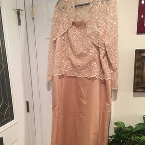 Dresses & Skirts - Gold Special Occasion dress